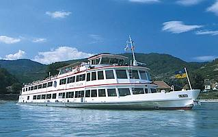 Cruising ship in the Wachau